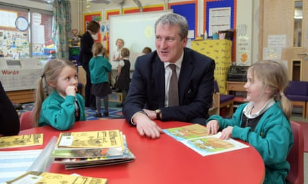 Damian Hinds with schoolchildren