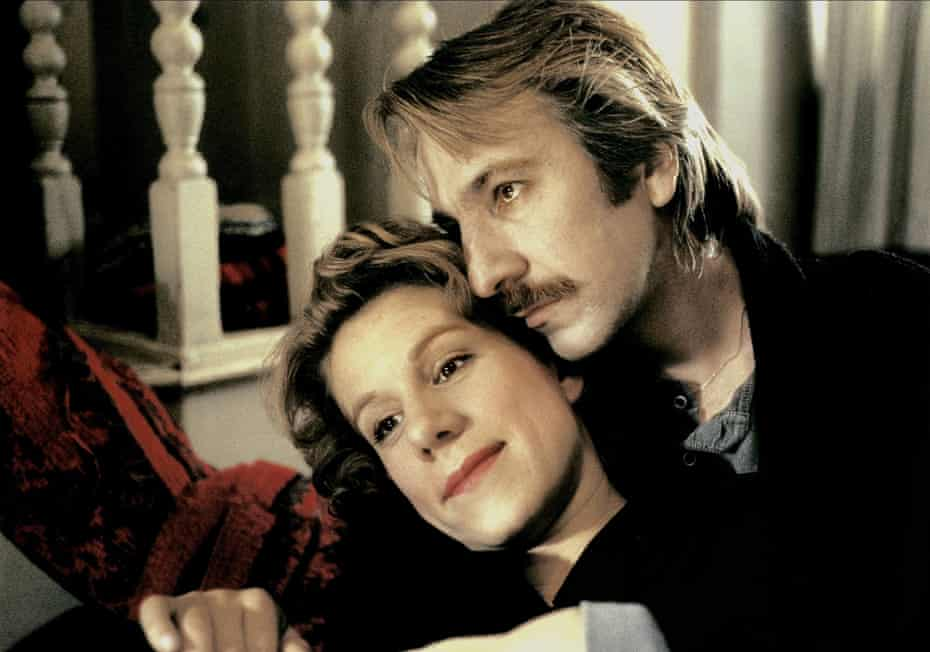 Juliet Stevenson and Alan Rickman as Nina and Jamie in Truly, Madly, Deeply.