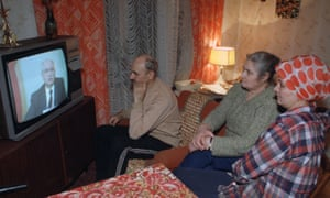 Russians in a Moscow apartment watch Mikhail Gorbachev's resignation speech