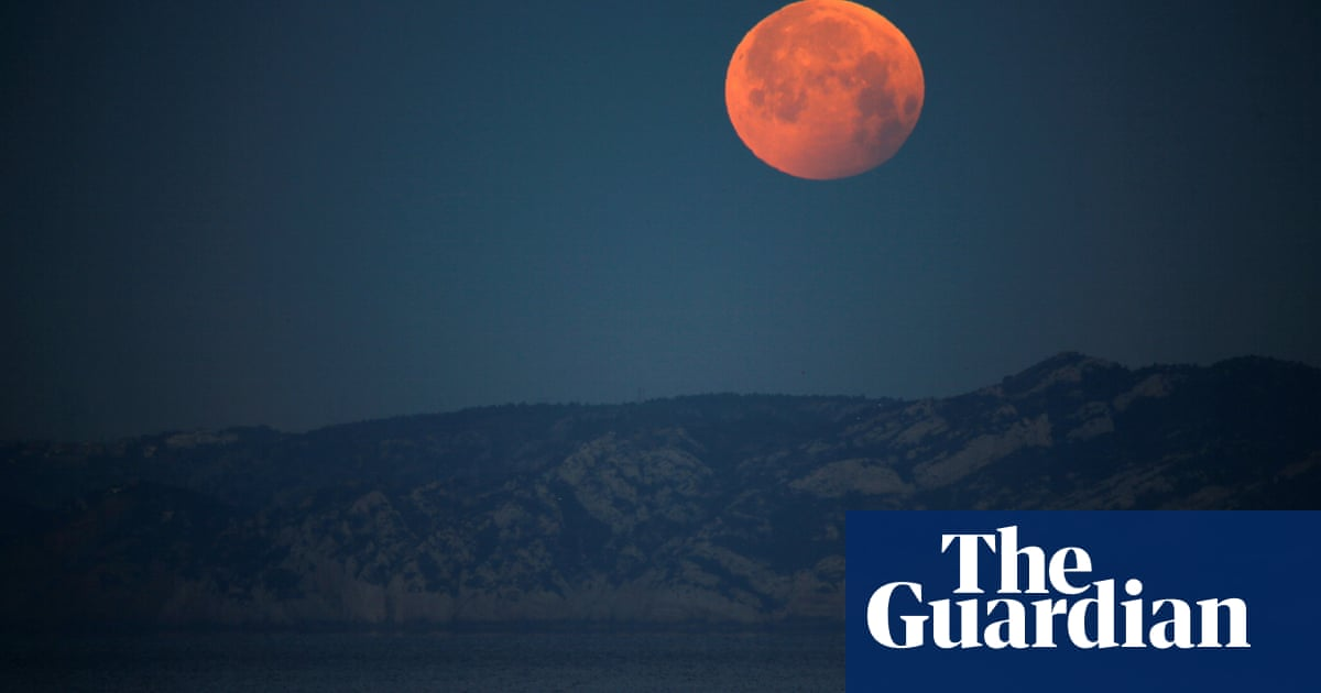 'Super blood moon': total lunar eclipse will bring cosmic show across Pacific