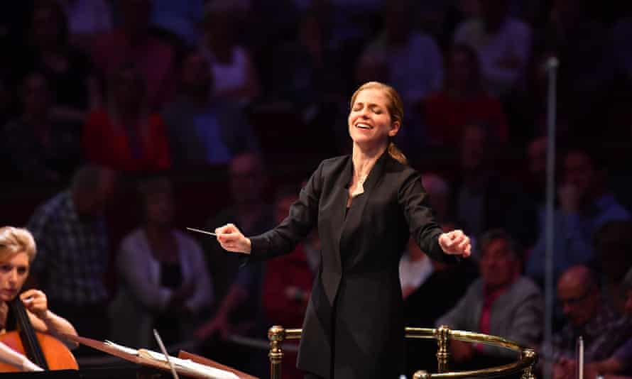 Canellakis conducting the BBC Symphony Orchestra at the 2019 Proms.