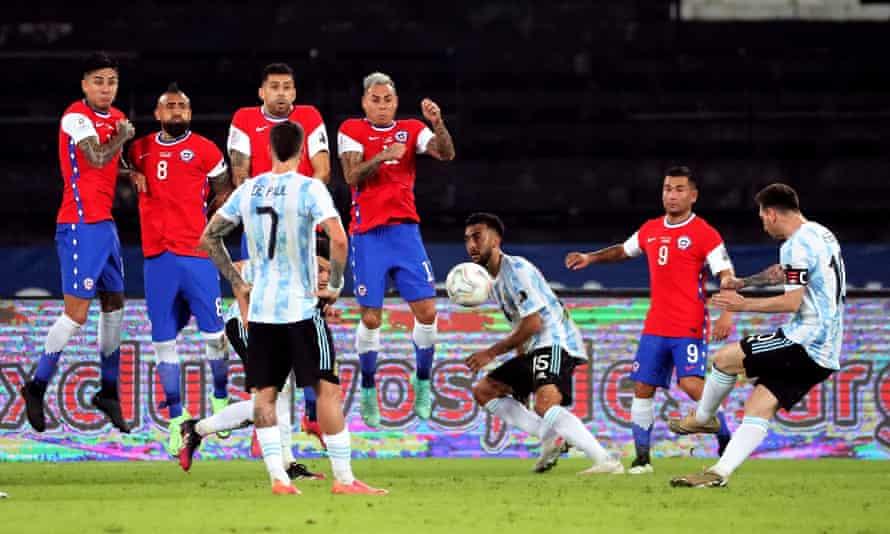 Lionel Messi anota para Argentina contra Chile