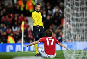 Daley Blind appeals to the fourth official after CSKA's goal.