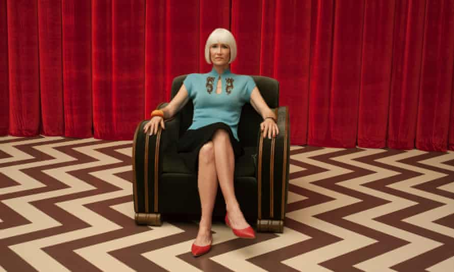 Diane pays a visit to the Black Lodge.
