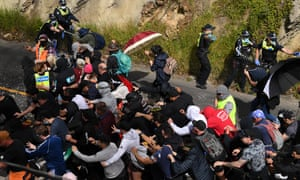 Victoria police clash with anti-lockdown protesters in Melbourne