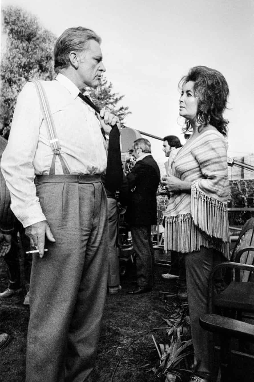 Richard Burton being visited by Elizabeth Taylor on the set of the 1972 film The Assassination of Trotsky.