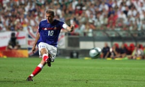 French captain Zinedine Zidane shoots and scores France's equaliser against England, 13 June 2004 during their opening match at the European Nations football championships at the Estadio da Luz in Lisbon
