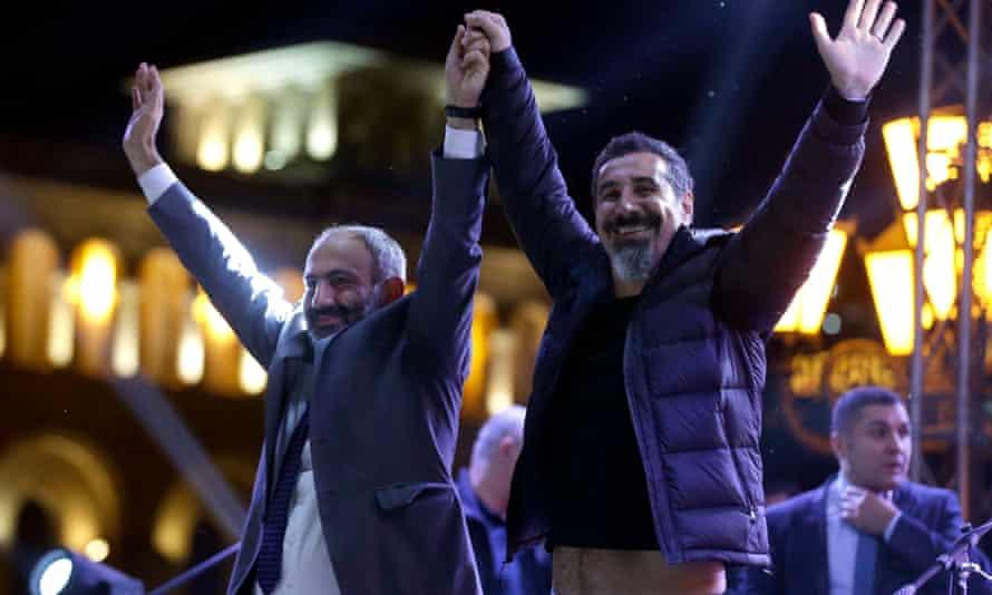 Tankian, with Nikol Pashinyan