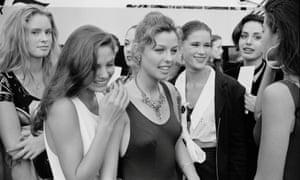 Shawna Lee (segunda desde la derecha) con otros competidores en el concurso Look of the Year de 1992