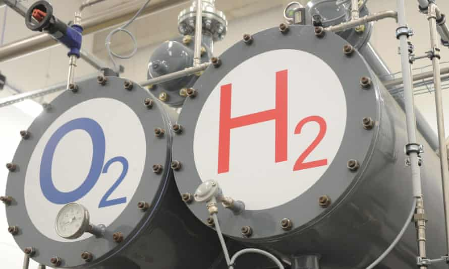 Two tanks marked oxygen (02) and hydrogen (H2)