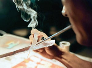 Inhaling, or smoking, drugs is starting to replace injecting in many parts of the world, the authors say.