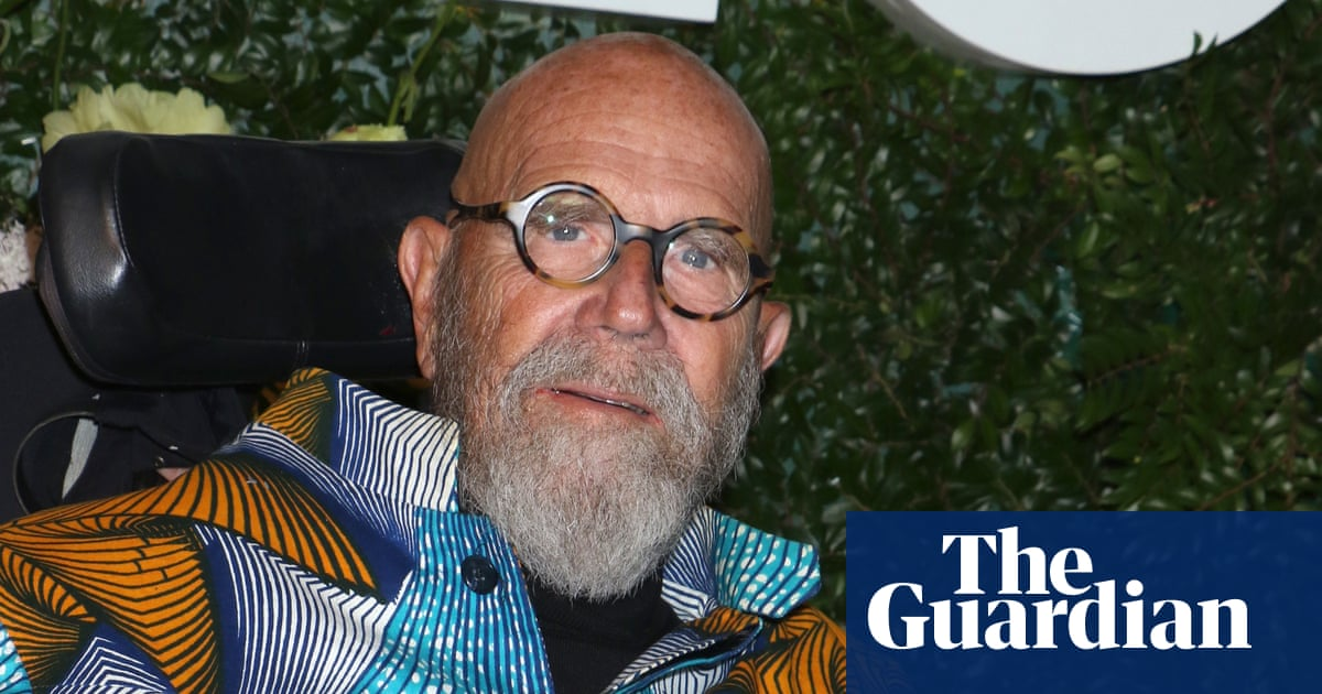 Chuck Close, painter of outsized photorealist portraits, dies aged 81
