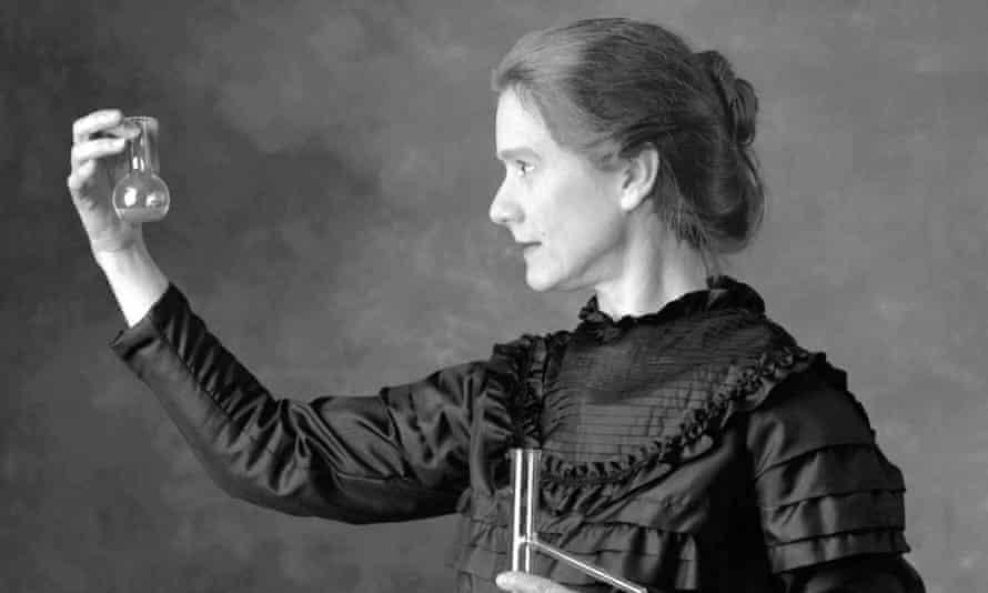 Susan Marie Frontczak playing Marie Curie in Manya