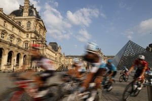 The pack rides through the courtyard of the Louvre Museum in Paris on the final stage between Mantes-la-Jolie and Paris.