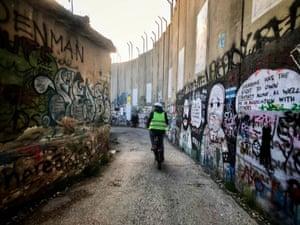 Man on e-bike in Bethlehem