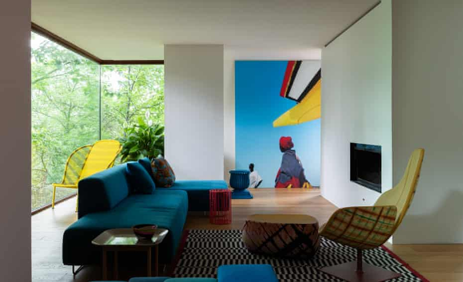 Picture this: a Boubacar Touré Mandémory wall photograph dominates the sitting room.