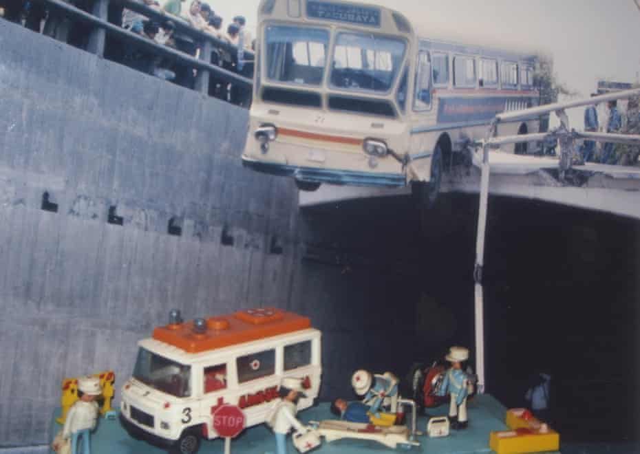 Madcap mashups … one of Metinides' Juguetes series – glossy photos of toy crime- and accident-scene recreations.