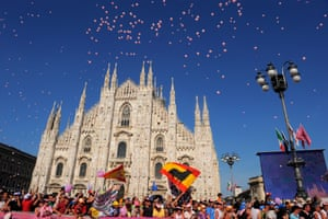 This year's race finishes in Milan's Piazza del Duomo on 28 May