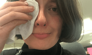 The Guardian's Laura Snapes removing her make-up in tribute.