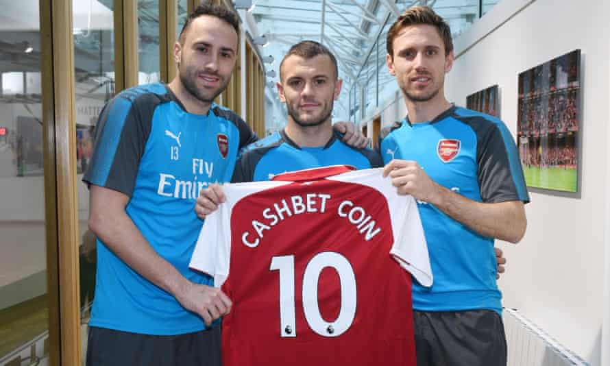 Arsenal players holding a Cashbet promotional shirt