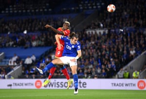 Victor Osimhen of Napoli scores his side's second goal whilst under pressure from Caglar Soyuncu of Leicester City.
