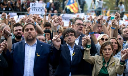 The Catalan vice-president, Oriol Junqueras, left, with the president Carles Puigdemont and the government speaker, Carme Forcadell