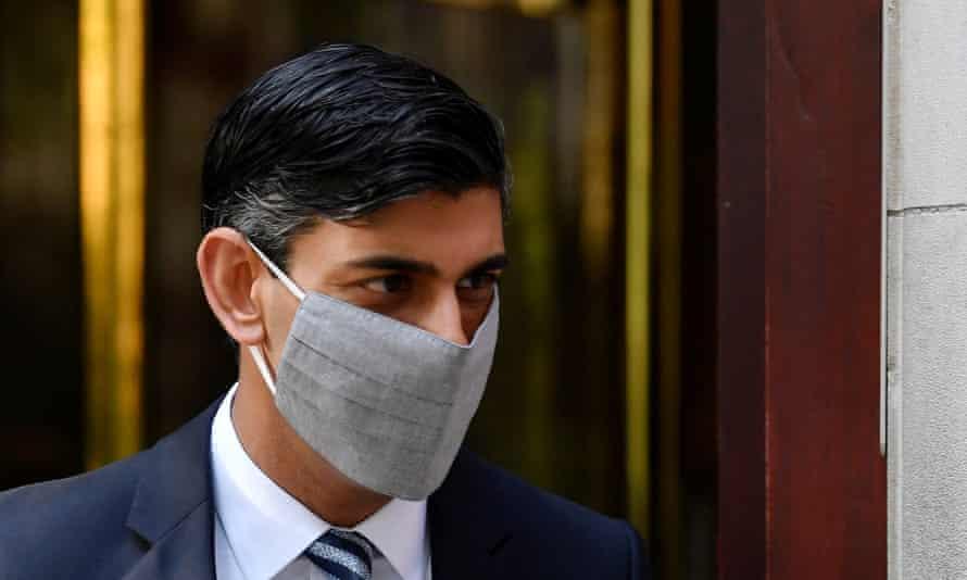 Rishi Sunak in a mask