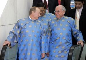<strong>Vietnam, 2006:</strong> Vladimir Putin and John Howard wearing traditionnal Vietnamese Ao Dai clothes