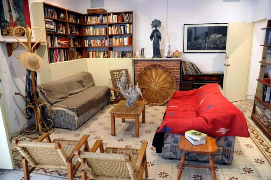 Come into the parlour … Carrington's living room.