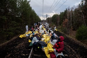 Climate activists block the rail line to the lignite-fired Jänschwalde power plant.