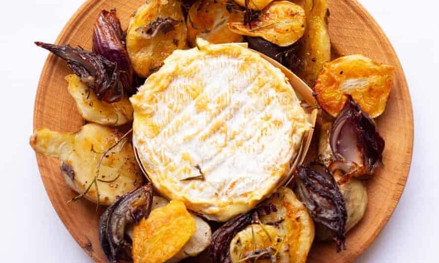 Melting moments: baked cheese with roasted roots.