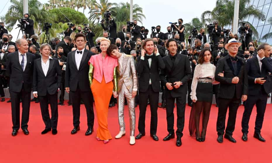 The cast of The French Dispatch on the red carpet
