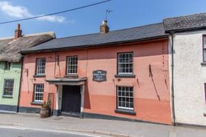 Pubs Bow, Devon