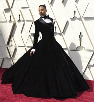 Billy Porter, star of Ryan Murphy's vogueing series, Pose, was one of the first to arrive in a floor-length, full-skirt black gown-plus-tuxedo which we're calling a gown-cedo for ease. Porter is making something of a mark on the red carpet; this custom Christian Siriano creation follows (and arguably upstages) his sequinned and beaded cape plus suit at the Golden Globes