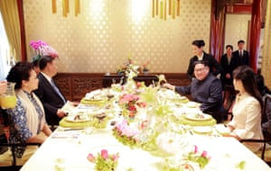 President Xi Jinping and Kim Jong-un and their spouses having lunch