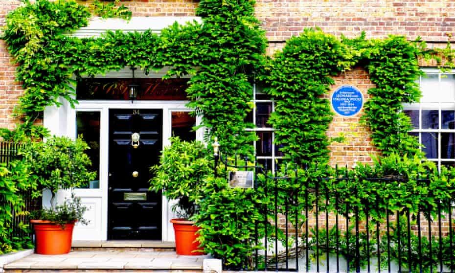 Hogarth House in Richmond (Surrey), where Virginia and Leonard Woolf founded the Hogarth PressD1973F Hogarth House in Richmond (Surrey), where Virginia and Leonard Woolf founded the Hogarth Press