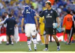 Carlo Nash tries to console a team-mate after Everton's defeat to Chelsea in the 2009 FA Cup final.