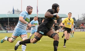 Maro Itoje of Saracens runs in his team's fourth try against Glasgow