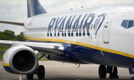 Ryanair chief accuses UK of mismanaging coronavirus crisis
