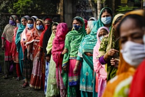 Baruipur, India. Voters queue to cast their votes at a polling booth during the third phase of West Bengal state elections