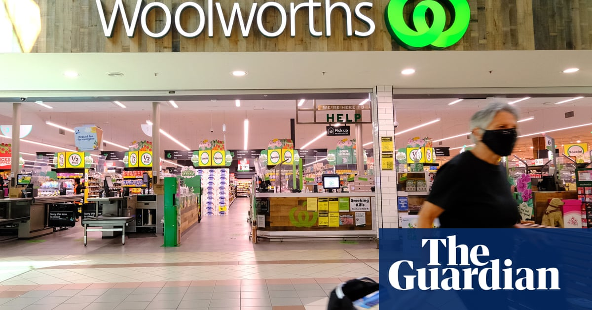Victoria makes Covid check-in mandatory at shops after transmissions from 'fleeting' visits