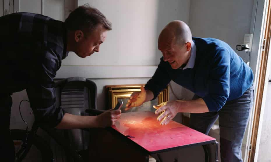 Rob Dunn (right) examines insect remains with Lars Eriksen.
