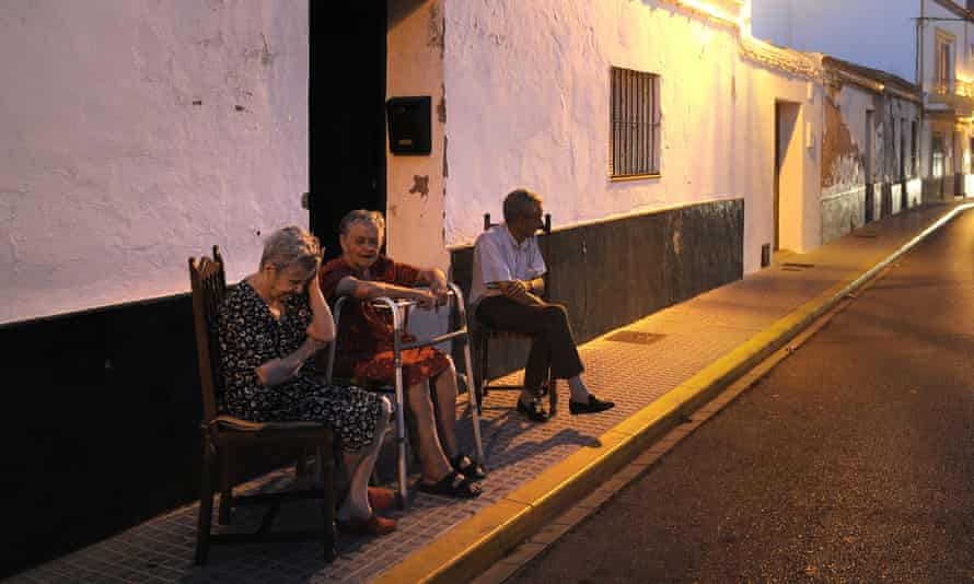 The mayor of Algar said residents get a 'therapy session' instead of feeling alone when they come out to chat