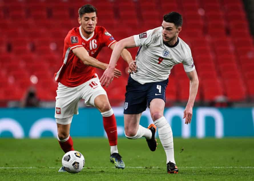 Declan Rice battling with Jakub Moder of Poland.