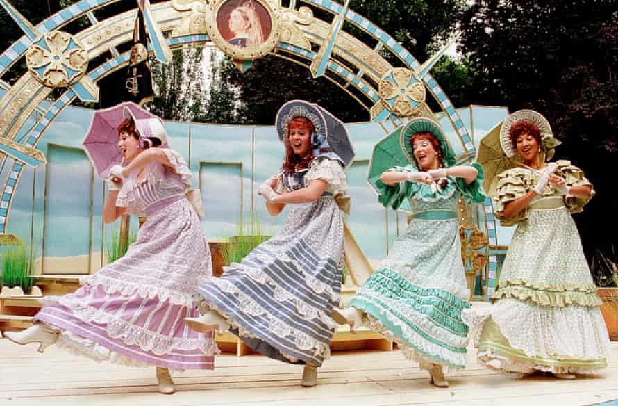 Reprise ... Gilbert & Sullivan's The Pirates of Penzance, at Regent's Park Open Air theatre, London, in 2000.