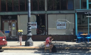 Victor Pontis, organiser of WePark, sets up his office in a San Francisco parking space.