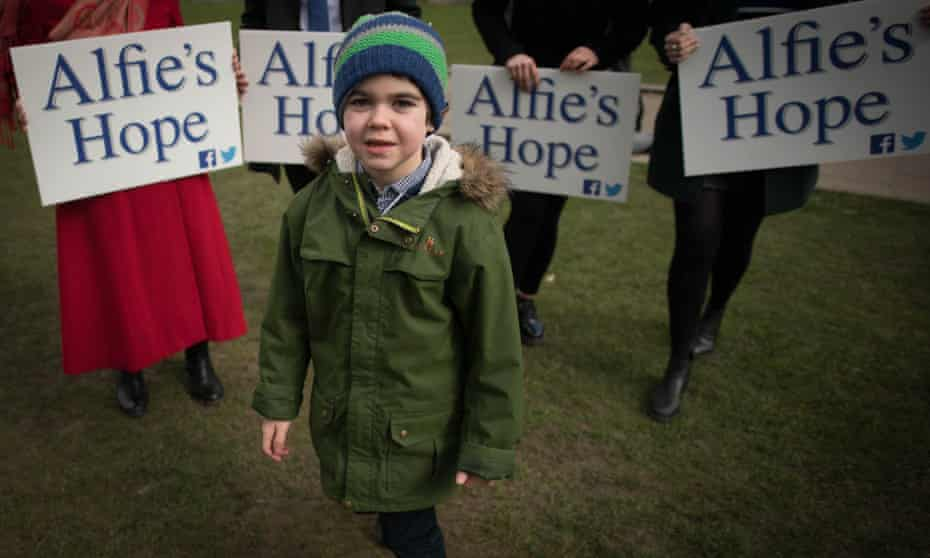 Alfie Dingle with cannabis campaigners