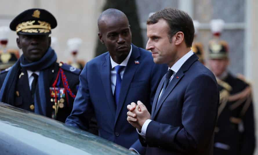 Jovenel Moïse (centre) with the French president, Emmanuel Macron, in 2017