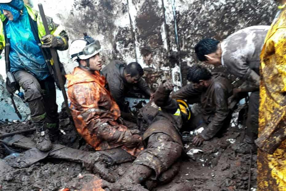 Rescuers work at the site of a landslide in Manizales in 2017