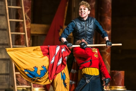 Sarah Amankwah as Hal and Michelle Terry as Hotspur in Henry IV, Part 1.